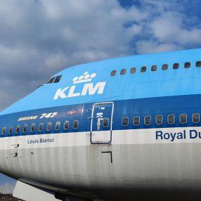 De neus van het vliegtuig van KLM een Boeing 747.